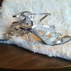 Madeline Adette Silver dressy heeled Sandals Sz 7